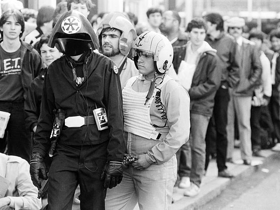 star wars premiere line early cosplayers and fanboys 1977
