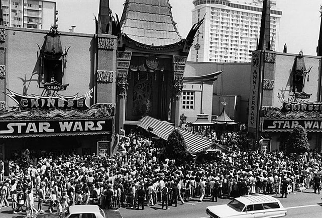 star wars premiere crowd mann's chinese theater 1977